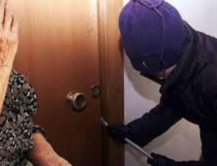 Σοκ στην Ηλεία: 22χρονος λήστεψε ηλικιωμένη και έκανε αισχρή πράξη στην 13χρονη κόρη της γυναίκας που την φρόντιζε!