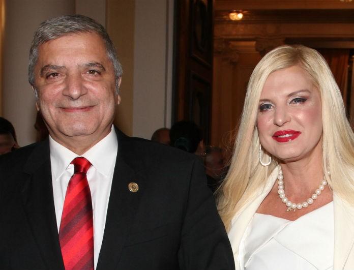 Μαρίνα Πατούλη: Ντυμένη στα λευκά στο πλευρό του συζύγου της! Τράβηξε όλα τα βλέμματα πάνω της!