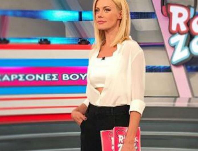 Ζέτα Μακρυπούλια: «Πέταξε» τα τακούνια και έβαλε αθλητικά! Το μαύρο παντελόνι την έδειξε 2 μέτρα!