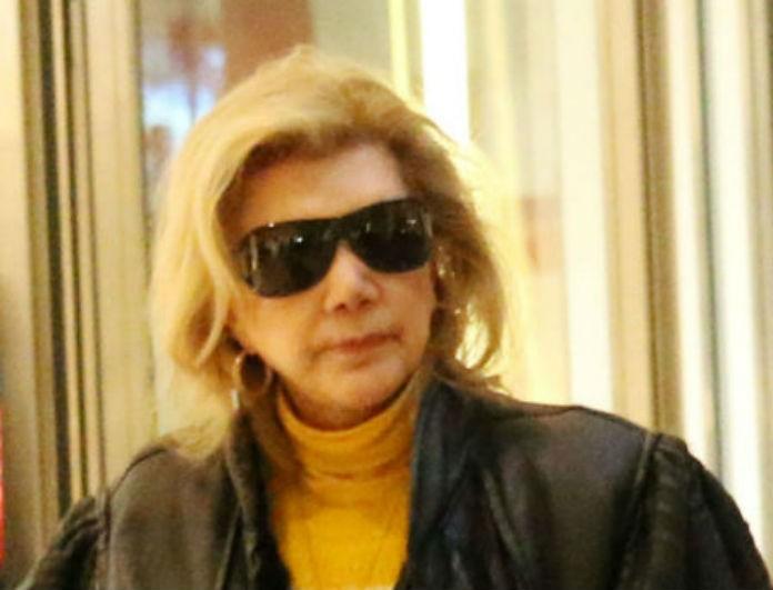 Λίτσα Πατέρα: Σπάνια δημόσια εμφάνιση με μαύρα γυαλιά! Έπεσαν πάνω της οι φωτογράφοι!