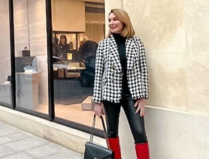 Τατιάνα Στεφανίδου: Το λευκό της τοπ, είχε φουσκωτά μανίκια! Με κόκκινο κραγιόν έκανε την αντίθεση...