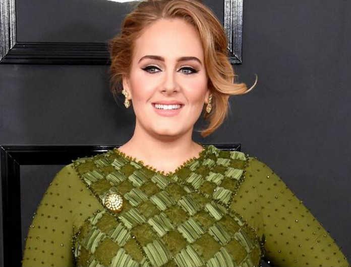 Θυμάστε την Adele; Ξεχάστε την! 45 κιλά μείον! Οι εικόνες που έχουν διχάσει!
