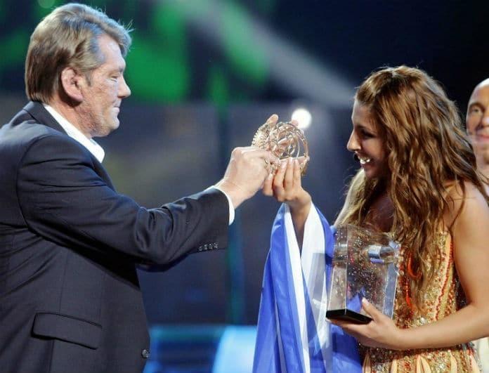 Έλενα Παπαρίζου: Βγήκε με μπότες από δαντέλα στην σκηνή! Αν πήγαινε στην Eurovision θα έφερνε 12άρι!