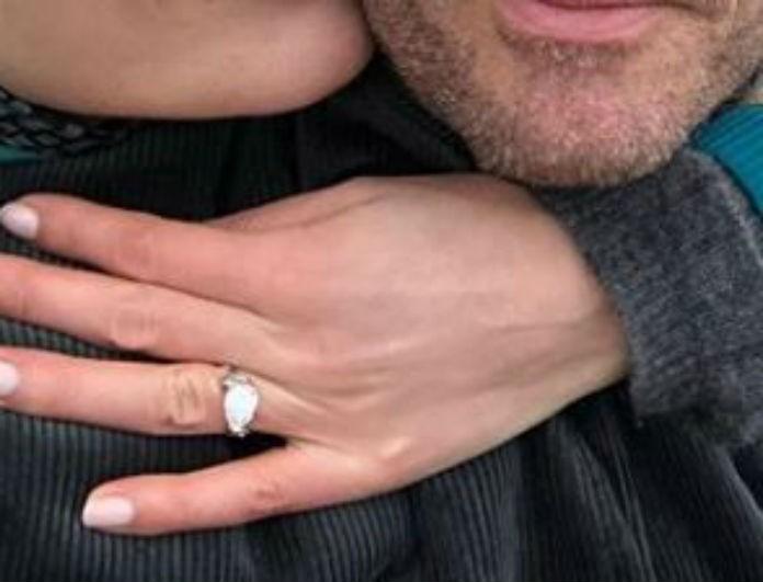 Γάμος στην showbiz: Πασίγνωστο μοντέλο αρραβωνιάστηκε δισεκατομμυριούχο! Το μονόπετρο που βγάζει μάτι...