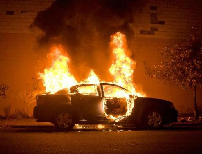 Νύχτα φρίκης στο Κολωνάκι! Έβαλαν φωτιά σε τρία αυτοκίνητα!