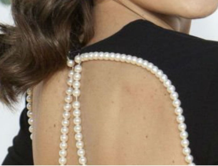 Απίστευτο ατύχημα για γνωστή ηθοποιό: Αποκαλύφθηκε το στήθος της πανηγυρίζοντας για ένα βραβείο!
