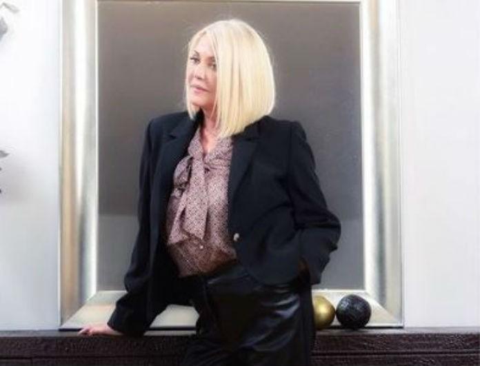 Ρούλα Κορομηλά: Αγνώριστη σε φωτογραφία από το MEGA! Με μαύρη μπλούζα και παντελόνι που γυάλιζε από μακριά!