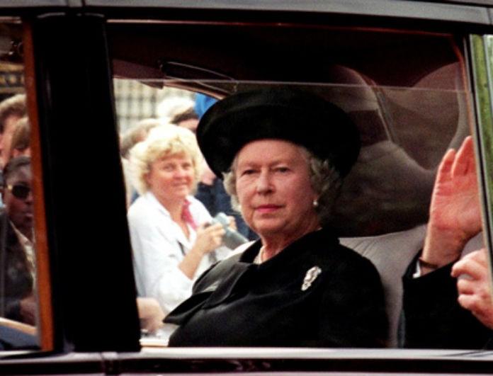 Ανατριχιαστικό βίντεο ντοκουμέντο από το Buckingham! Η βασίλισσα Ελισάβετ ντυμένη στα μαύρα στην κηδεία της Diana!