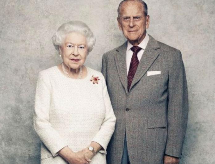 Βασίλισσα Ελισάβετ: «Σεισμός» στο Παλάτι για την ερωτική της ζωή! «Έτσι κρατά τον άντρα της ευχαριστημένο»!