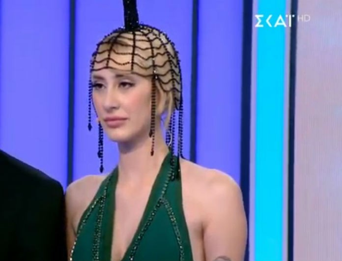 #Mystylerocksgr: «Η Κιάρα δεν είχε λεφτά για ρητίνη; Χαμογελάει με κιτρινίλα. Βλέπει η Βίκυ Σταμάτη και πετάει τα Prada παντοφλακια στην τηλεόραση»