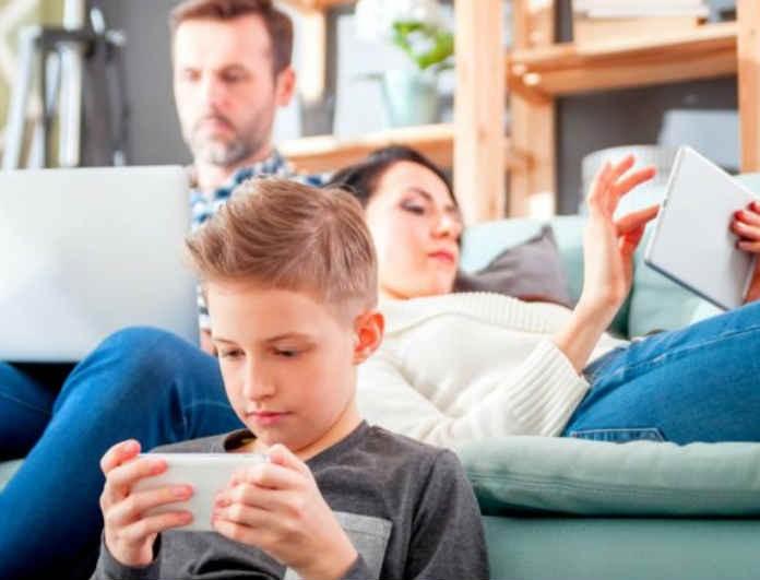 Γονείς προσοχή! Αυτός είναι ο τρόπος για να εξασφαλίσετε ότι τα παιδιά σας δεν θα το παρακάνουν με τα social media!
