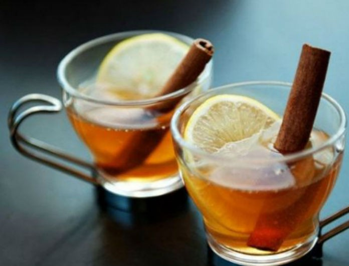 Βάλε κανέλα σε ζεστό νερό, ο «μαγικός» χυμός πίνεται και αλλάζει ζωές!