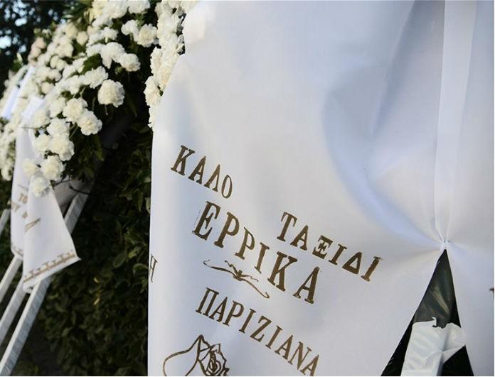 Κηδεία Έρρικας Μπρόγιερ: «Ραγίζουν» καρδιές οι πρώτες εικόνες από το νεκροταφείο!