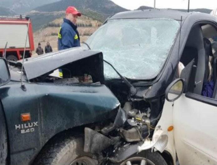 Τροχαίο σοκ στη Λαμία! Δύο αυτοκίνητα συγκρούστηκαν!