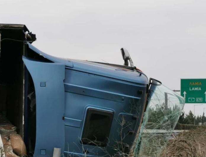 Λάρισα: Σοκαριστικό τροχαίο με νταλικά στην Εθνική οδό