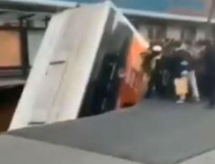 Φρίκη! Άνοιξε δρόμος και «κατάπιε» λεωφορείο! Έξι νεκροί και 10 αγνοούμενοι μέχρι τώρα!