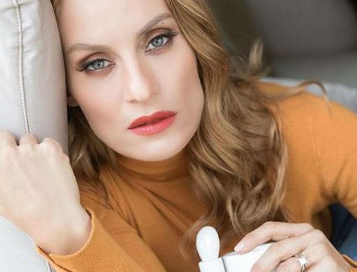 Ελεονώρα Μελέτη: Το μακροσκελές κείμενο και η φωτογραφία μέσα από το σπίτι της! Το μωβ χαλί της «βγάζει» μάτι!