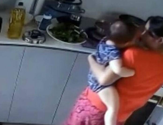 Σοκαριστικό βίντεο: Νταντά έκαιγε μωρό με καυτό νερό και δεν φαντάζεστε γιατί!