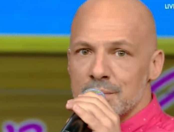 Νίκος Μουτσινάς: Αυτόν τον άντρα παρακάλαγε για μια φωτογραφία! Δείτε το πρόσωπό του, τον αγνόησε επιδεικτικά!