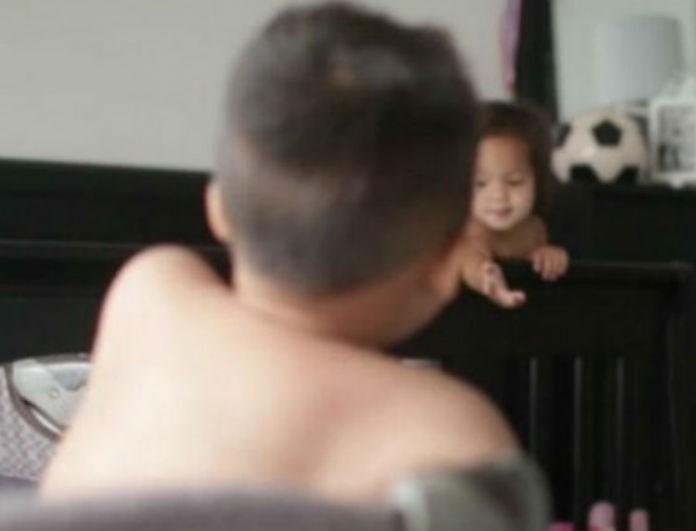 Απίστευτο: Έβαλαν κρυφή κάμερα στο δωμάτιο των μωρών τους και δεν φαντάζεστε τι ανακάλυψαν πως κάνουν...