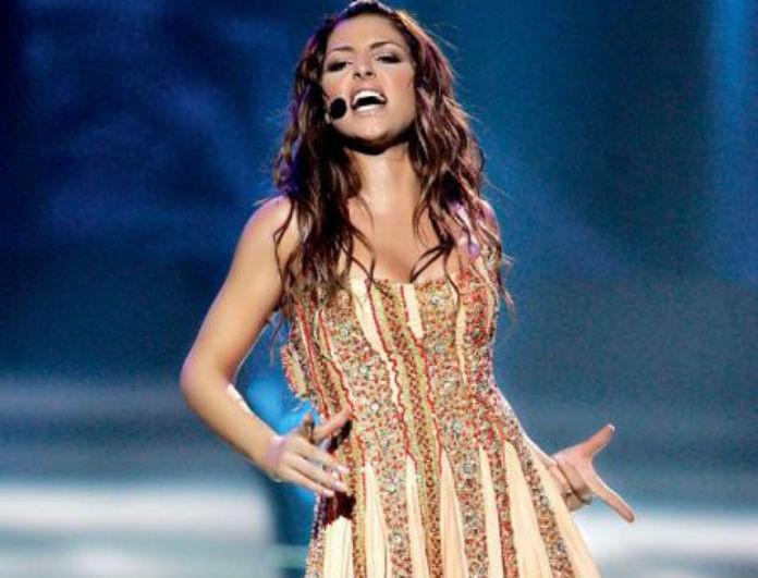 Έλενα Παπαρίζου: 20 χρόνια μετά την Eurovision εμφανίστηκε με παρόμοιο φόρεμα! Χρυσό με παντού στρας...