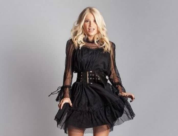 Φαίη Σκορδά: Έβαλε τζιν πουκάμισο και μίνι φούστα! Τα μποτάκια της κοστίζουν 139 ευρώ και «τσακίζουν» ταμεία!