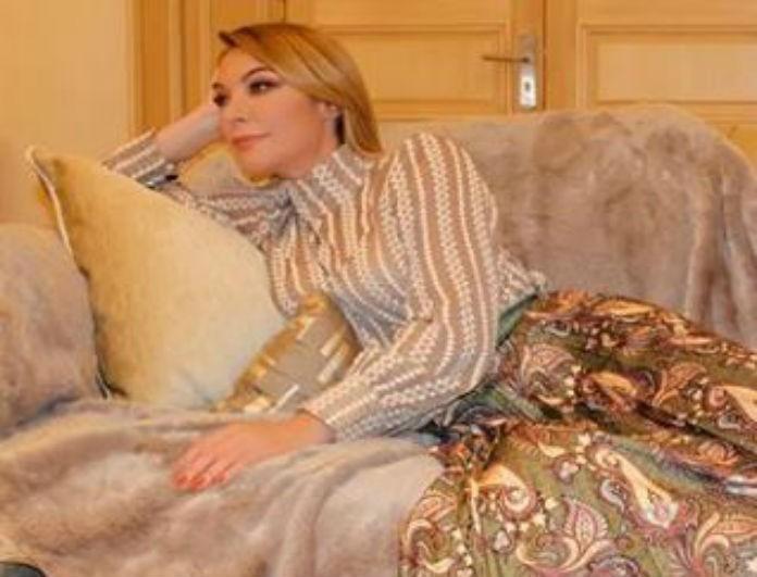 Τατιάνα Στεφανίδου: Σταύρωσε τα πόδια της και όλοι κοίταγαν τις γόβες! Το βλέμμα της τα είπε όλα...