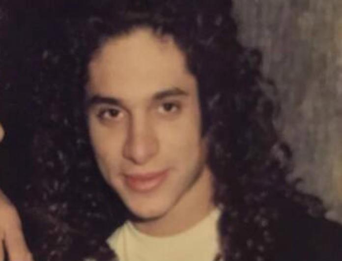 Αδιανόητο! Το αγόρι της φωτογραφίας είναι παίκτης του Survivor! Αγνώριστος με μακριά μαλλιά μπούκλες...