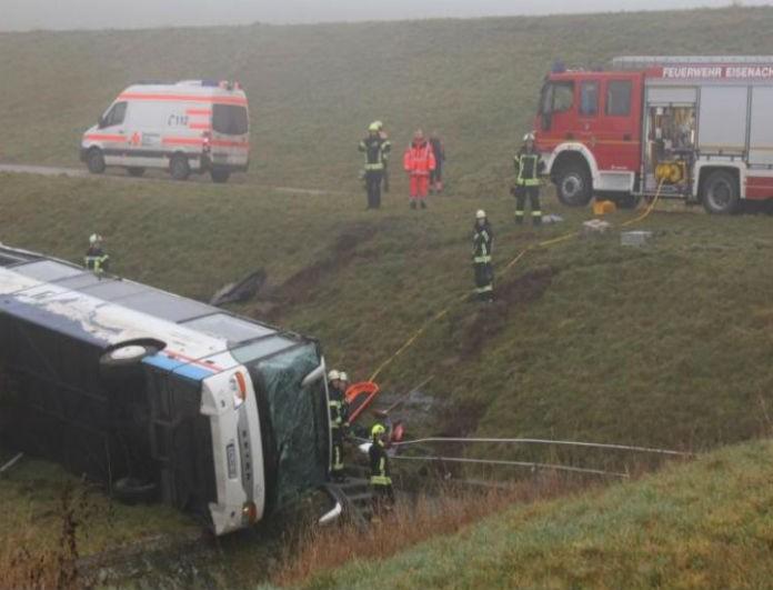Φρίκη με σχολικό λεωφορείο! Έπεσε σε πλαγιά και σκοτώθηκαν δύο παιδιά!