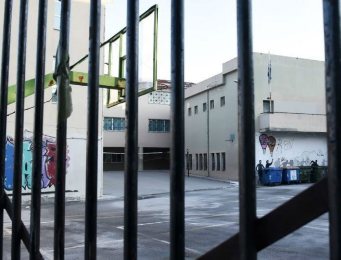 Σοκ στην Θεσσαλονίκη: Ξυλοκόπησαν και λήστεψαν υποδιευθυντή δημοτικού σχολείου μέσα στο κτίριο!