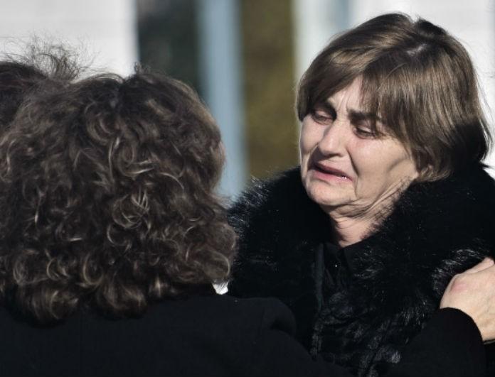 Υπόθεση Ελένης Τοπαλούδη: Η μητέρα της κατέρρευσε στην αγκαλιά της μητέρας του Παύλου Φύσσα!