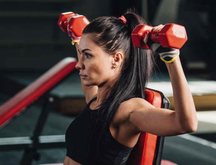 Θες να κάνεις γυμναστική αλλά ο καιρός δεν σε αφήνει; Αυτή είναι η άσκηση που μπορείς να κάνεις εύκολα μέσα στο σπίτι σου!