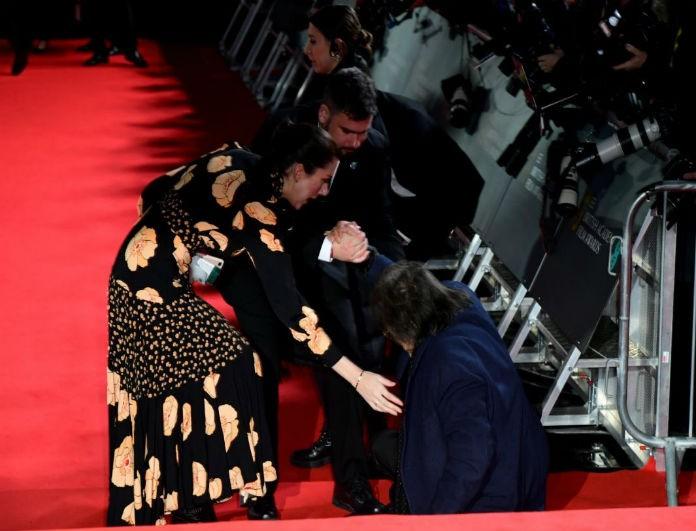 Ατύχημα για πασίγνωστο ηθοποιό! Έπεσε ενώ προσπαθούσε να ανέβει τα σκαλιά!