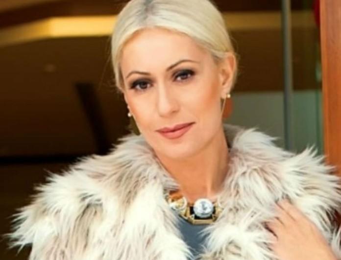 Μαρία Μπακοδήμου: Βρήκε το χρώμα που ταιριάζει στις ξανθές - Το τέλειο πουλόβερ