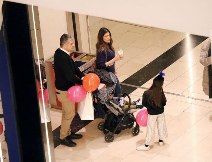 Σταματίνα Τσιμτσιλή: Βόλτα για... πέντε! Με την οικογένειά της για ψώνια! Οι μικρές ντυμένες σαν σταρ!