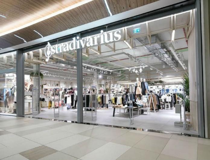 Στα Stradivarius το απόλυτο παλτό για την Άνοιξη - Γαλάζιο και κοστίζει μόνο 25 ευρώ