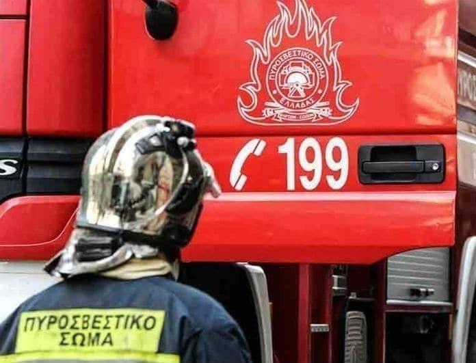 Θεσσαλονίκη: Διαμέρισμα πήρε φωτιά! Κάηκε η σκεπή, μεγάλες ζημιές