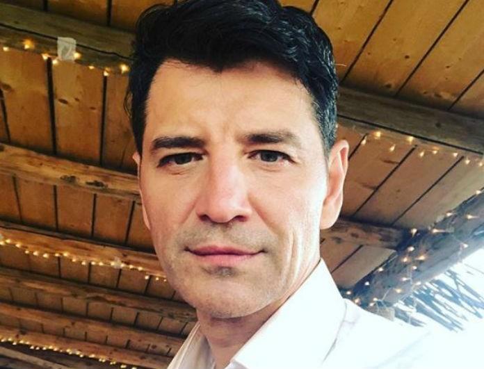 Σάκης Ρουβάς: Βαρύ πένθος για τον τραγουδιστή! Ποιο αγαπημένο του πρόσωπο έφυγε από την ζωή;