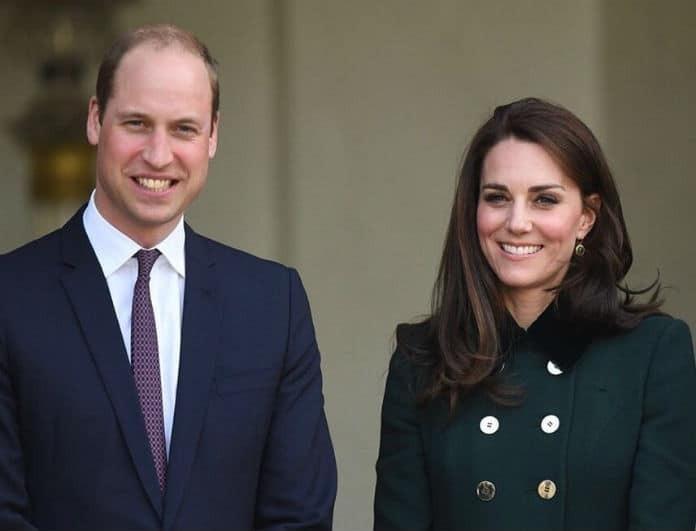 Kate Middleton: Το κόκκινο στενό φόρεμα που έβαλε στο πλευρό του William μπορείς να το αγοράσεις και εσύ!