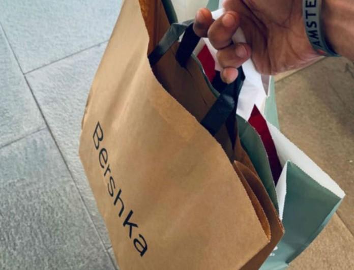 To δερμάτινο σορτς από τα Bershka «εξαφανίζει» τις φούστες - Θα δώσεις μόνο 20 ευρώ