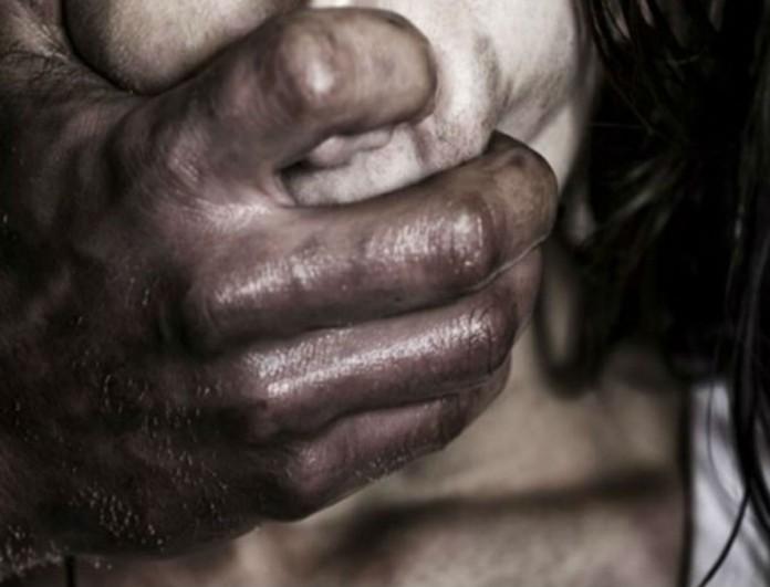 Σοκ στην Λαμία: Βίαζε την ανήλικη κόρη του αφού την έβαζε να του κάνει στριπτίζ