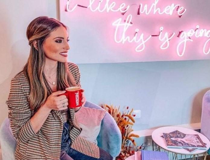 Αθηνά Οικονομάκου: Το Roxanne πουλόβερ της βρίσκεται σε έκπτωση! Από 120 αγόρασε το με...