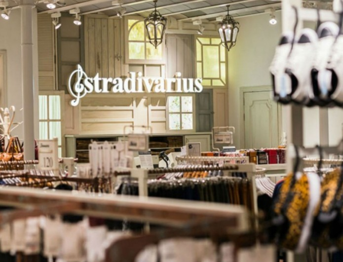 To τζιν που είναι τάση θα το βρεις στα Stradivarius - Κάνει μόνο 25 ευρώ
