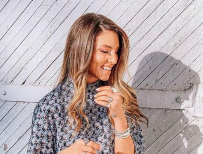 Με rock φούστα εμφανίστηκε η Αθηνά Οικονομάκου - Έχουμε τιμή