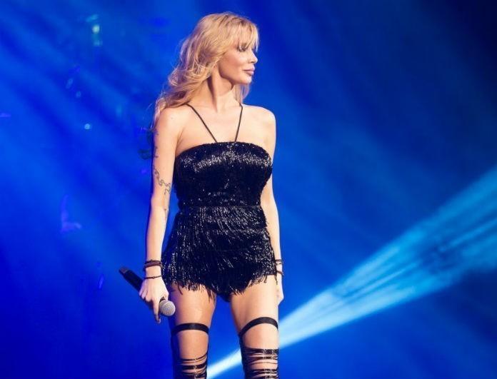 Πάολα: Αυτή είναι η πιο εντυπωσιακή εμφάνιση της στη σκηνή! Με ολόσωμη φόρμα με διαφάνειες στην πλάτη!