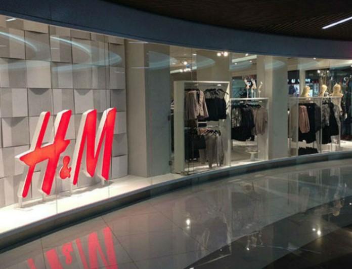 Στα H&M θα βρεις το πιο ρομαντικό φόρεμα της Άνοιξης - Βγαίνει σε δυο χρώματα για να διαλέξεις