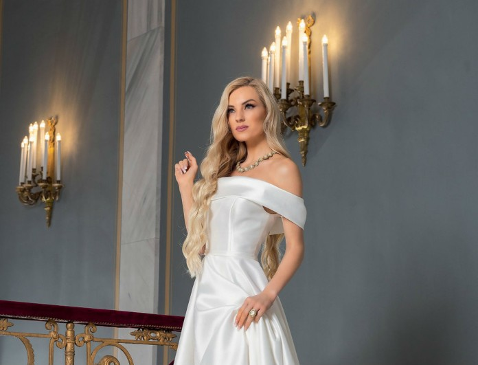 Νυφούλα η Τζούλια Νόβα - 9 σχεδιαστές την ντύνουν για τον γάμο της