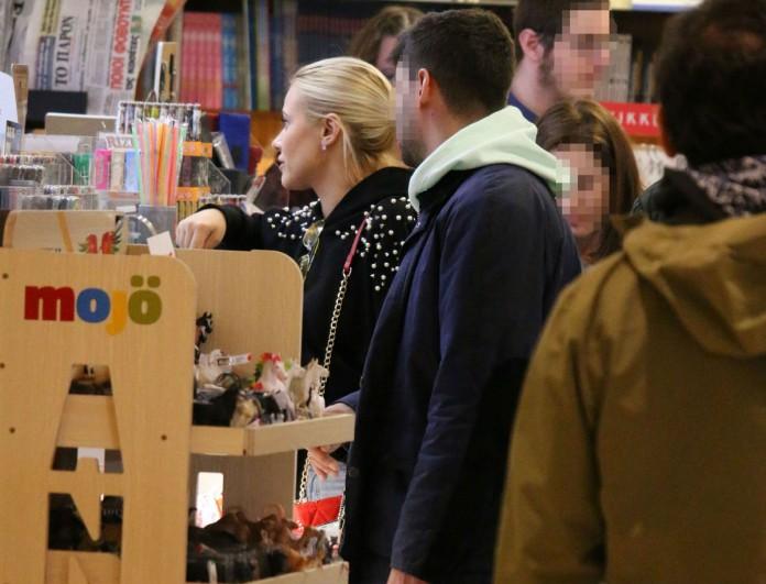Η Λάουρα Νάργες μετά τον χωρισμό με τον Mr Survivor για ψώνια με παρέα