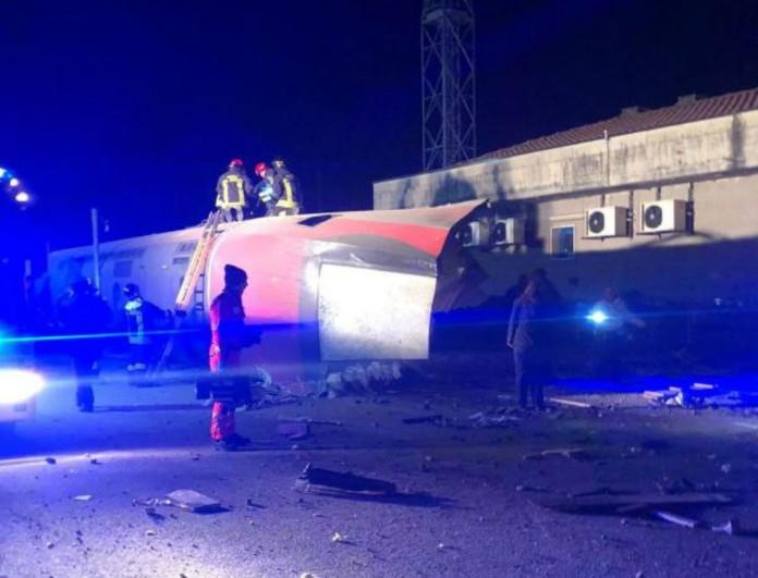 Ιταλία: Εκτροχιάστηκε τρένο κοντά στο Μιλάνο! Τρεις νεκροί