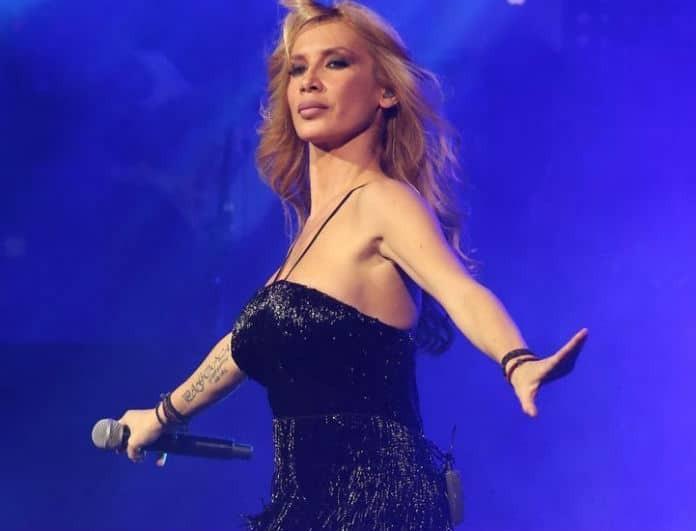 Πάολα: Το κοντό φόρεμα της αποκάλυψε το τατουάζ της! Είναι μαύρο με χρυσά τετράγωνα!
